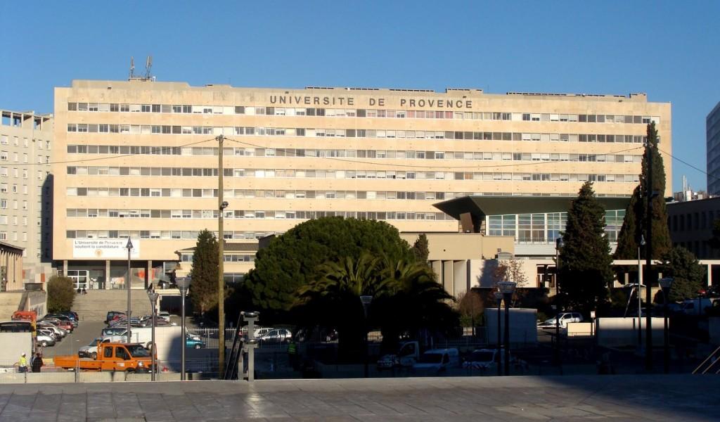 Façade principale de l'université de provence du site saint charles