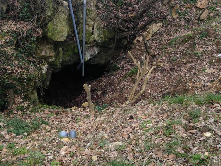 Un petit aperçu de l'entrée de la grotte ©Leslie Motta
