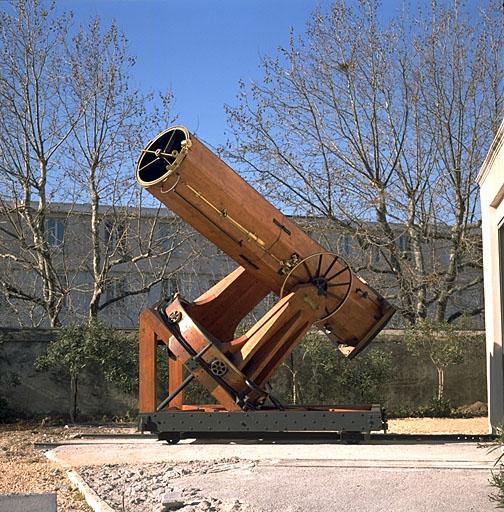 lunette astronomique à l'observatoire de Marseille